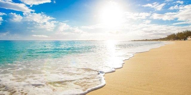 Wisata Pantai Indonesia.jpg